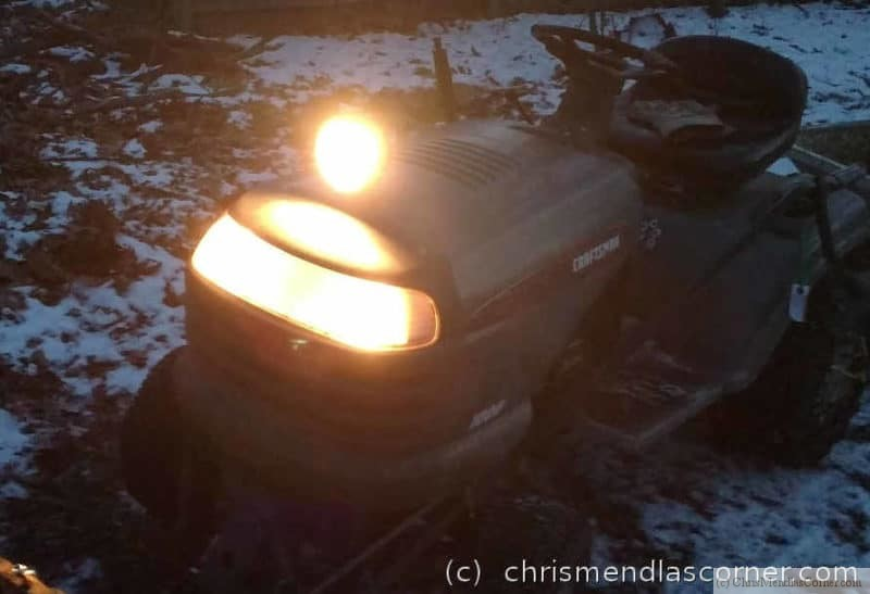 Extra light on the tractor cowling